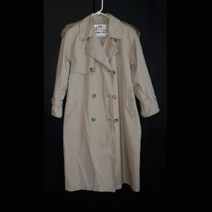 Towne London Fog - Trench Coat  Size: 8P